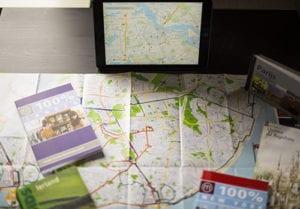 Digitale en papieren reisgidsen