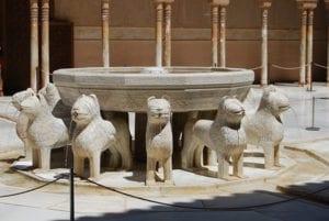 Fontein op de Patio de Los Leones in de Alhambra