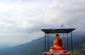 Buddhabeeld in de bergen