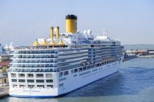 Aangemeerd cruiseschip