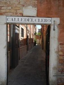 Kleine straatjes in Venetië