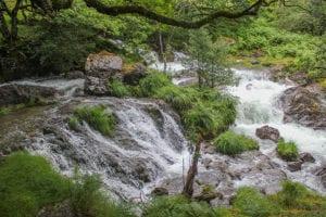 Rivier met smeltwater bij Snowdon